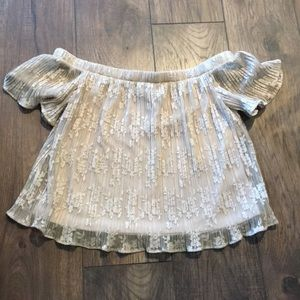 Socialite Tops - Socialite off the shoulder flowy top EUC medium